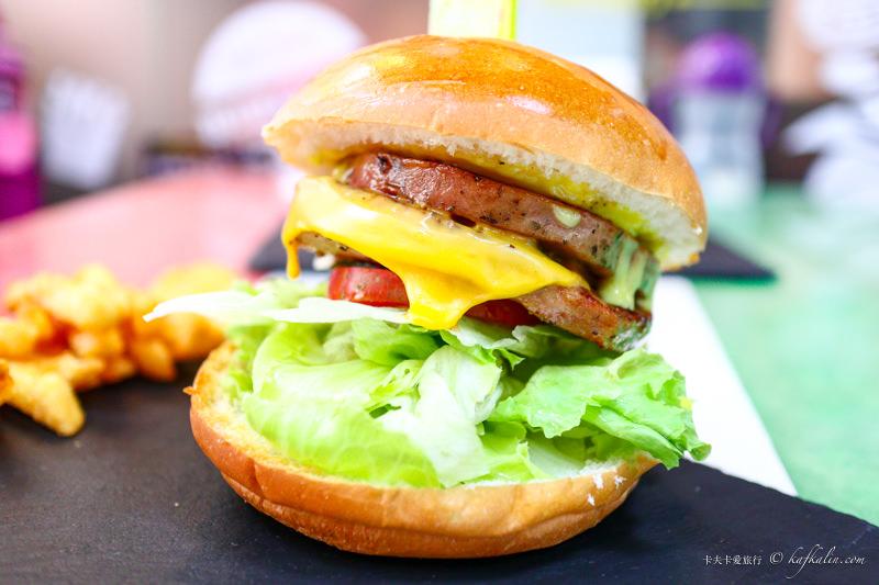 【新北板橋】林斯漢堡美式餐廳|近捷運府中站多汁牛肉魚排漢堡三明治聚餐首選