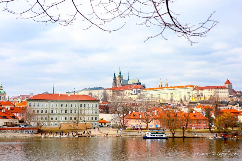 【捷克蜜月DAY6】布拉格城堡|聖維特主教座堂伏爾塔瓦河遊船菠丹尼刺蝟鉛筆