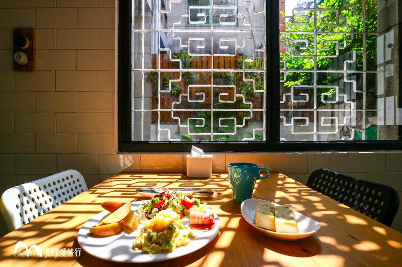 【高雄背包客棧】同居|新崛江的巷弄老時光美味早餐等你