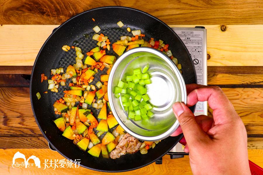 【料理食譜】鮮蝦南瓜濃湯|懶人作法僅15分鐘用果汁機煮出香濃健康的南瓜濃湯 - kafkalin.com