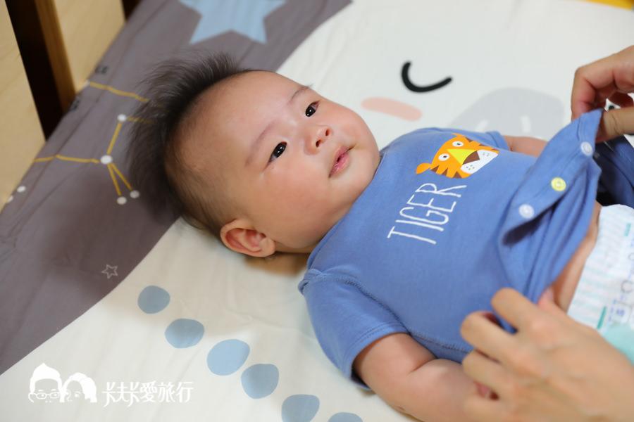 嬰兒床邊床可以當作尿布檯.jpg