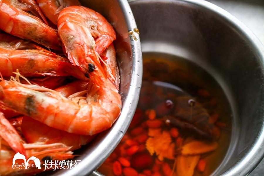【料理食譜】紅露酒醉蝦DIY 簡單步驟零失敗!宜蘭人的私房菜適合露營野餐菜色 - kafkalin.com