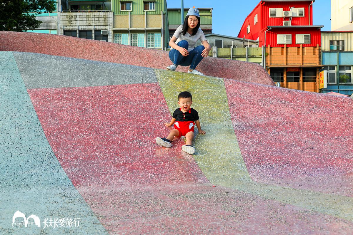 宜蘭特色溜滑梯|宜蘭市新月廣場前武營街彈塗魚溜滑梯|有機水綠公園化龍一村 - kafkalin.com