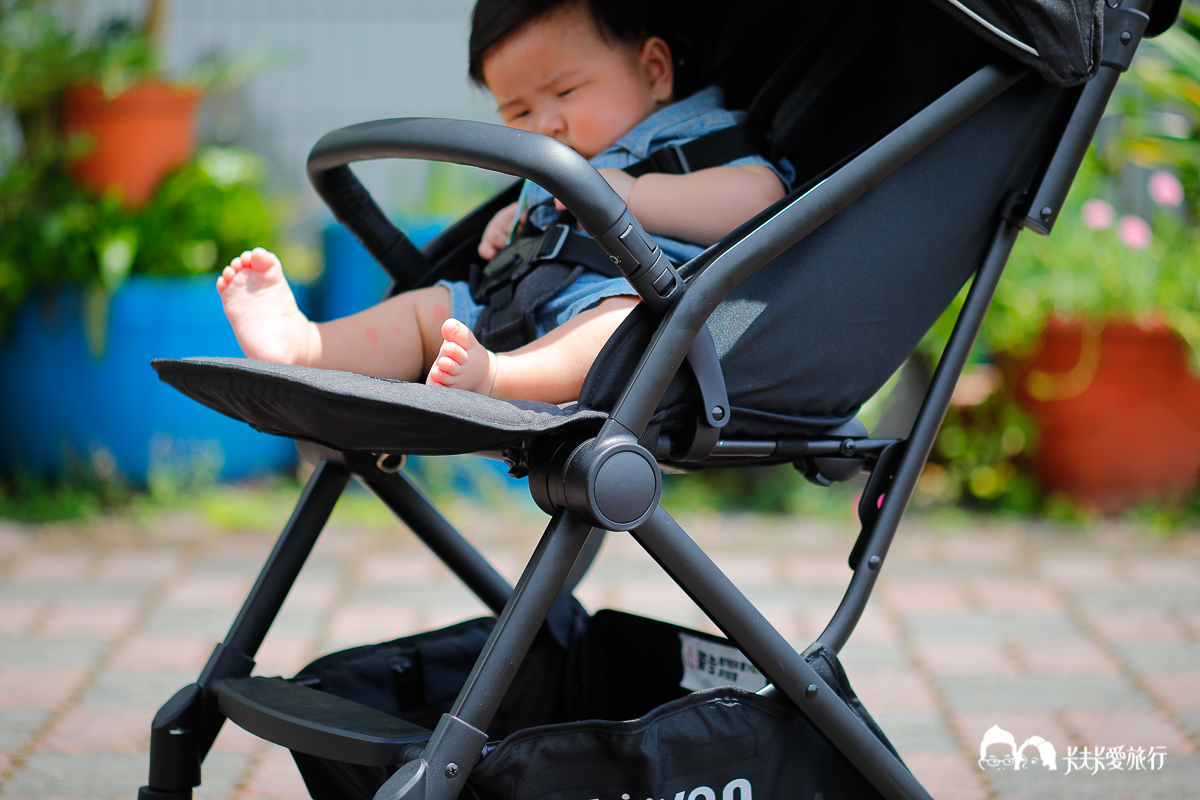 一台全搞定上山下海!LOVON GENIE 輕量嬰兒手推車|實測心得評價輕量單手秒收雙寶雙人推車 - kafkalin.com