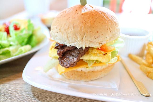 【宜蘭早餐】巴黎塔早午餐|必點牛小排漢堡、雞腿排CP值高