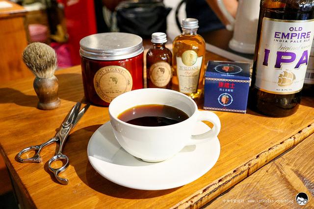 【宜蘭咖啡&理髮】父刻男仕理髮廳Engrave barber shop|咖啡&理髮屬於老屋老建築的回憶