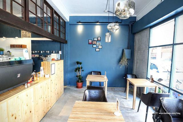 【宜蘭咖啡】隱藏版小咖啡 威士忌瓶冰滴咖啡街角老屋下午茶甜點蛋糕 - kafkalin.com