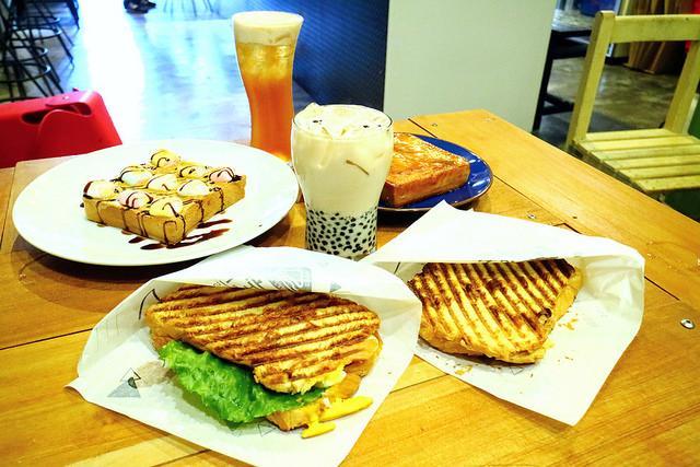 【宜蘭羅東早午餐】三角定律三明治帕里尼|銅板美食抹茶紅豆珍珠奶茶
