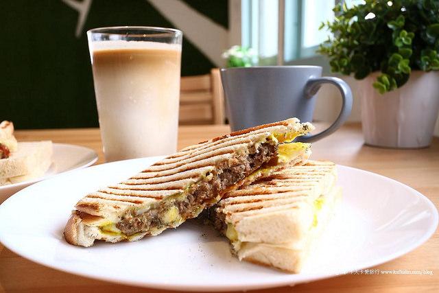 【宜蘭早午餐】杰西啃早餐|鴨賞厚切牛啃吐司早點蛋餅咖啡