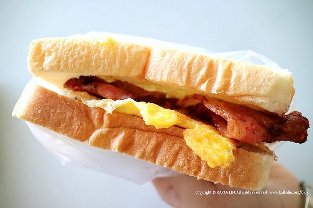 【宜蘭早餐】朝司暮想肉排蛋吐司|培根蛋沙拉蛋早點