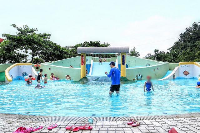【宜蘭玩水】三星鄉立游泳池安農露營區|夏天小孩必去的超大滑水道與露營區