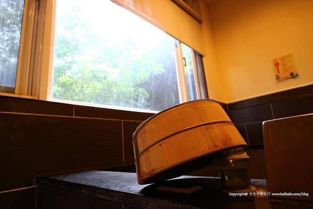 【烏來住宿】驛站溫泉會館|隱身山林之間的泡湯溫泉湯屋 - kafkalin.com
